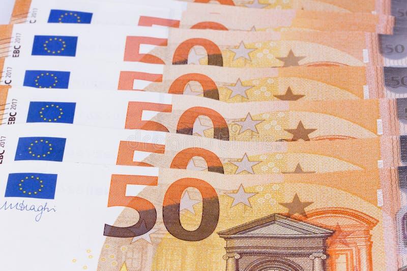 euroen bemärker reflexion Valutan av den europeiska unionen arkivbilder