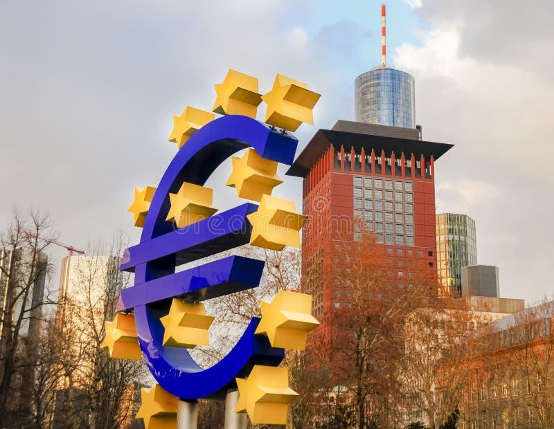 Euroet undertecknar in Frankfurt - f.m. - den huvudsakliga Tyskland arkivfoton