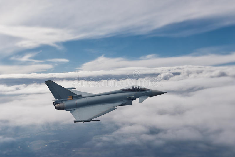 Eurofighter Typhoon em voo fotografia de stock royalty free