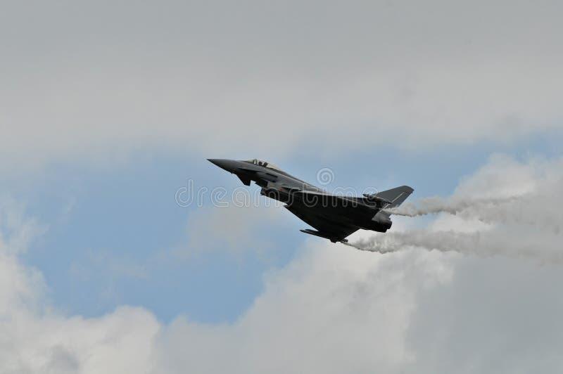 Eurofighter Typhoon på utbildande flyg arkivfoton