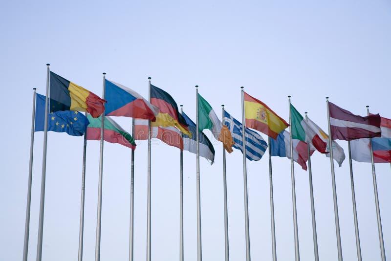 Euromarkierungsfahnen stockfotografie