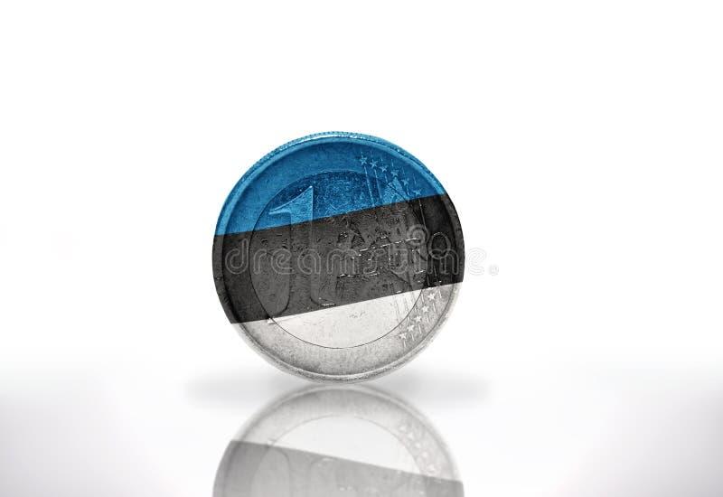 Euromynt med den estonian flaggan på viten royaltyfri fotografi