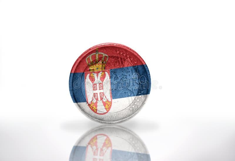 Euromynt med den serbiska flaggan på viten royaltyfria foton