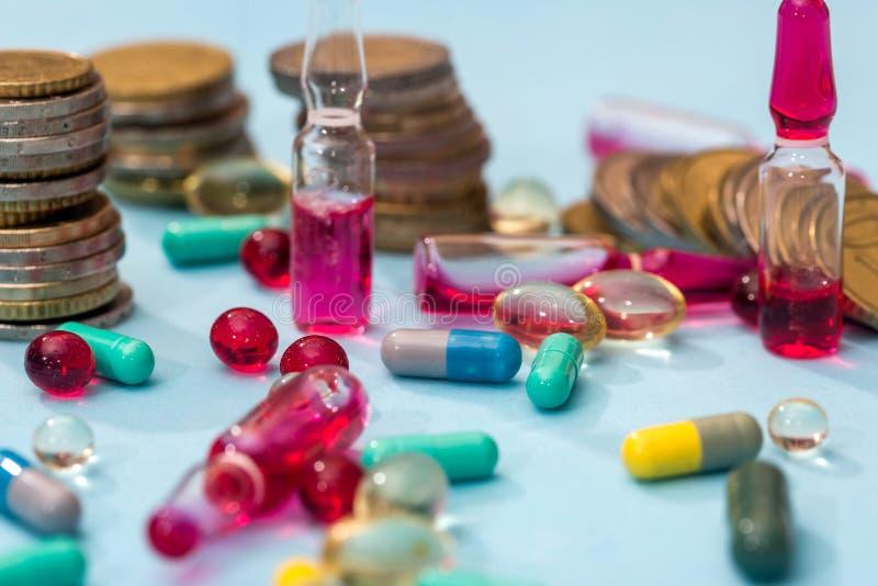 Euromynt med preventivpillerar royaltyfria bilder