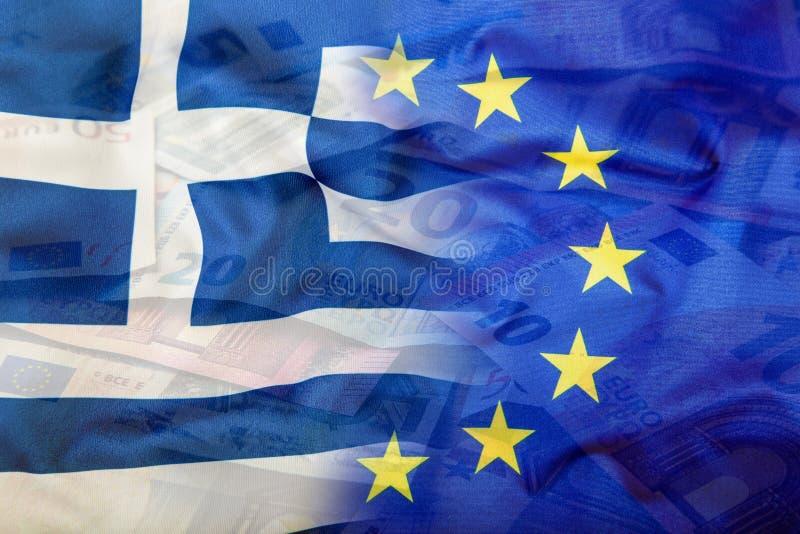 Europäer- und Griechenland-Flagge Fokus auf Seil Fünf, 10 und fünfzig Eurobanknoten Bunter wellenartig bewegender Euro und Griech lizenzfreie stockbilder