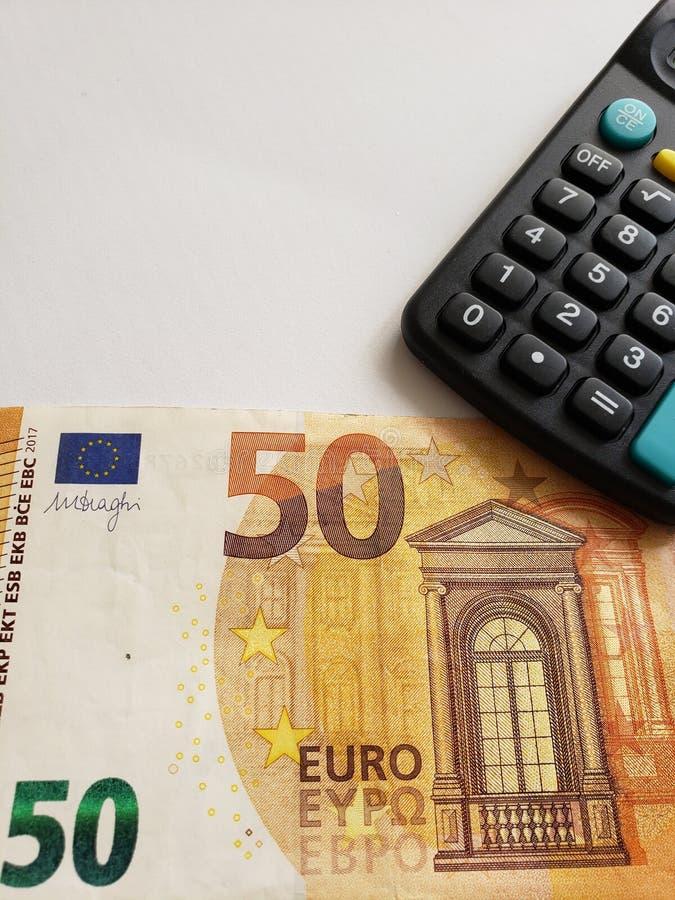 europäische Banknote von 50 Euro und Taschenrechner lizenzfreies stockbild