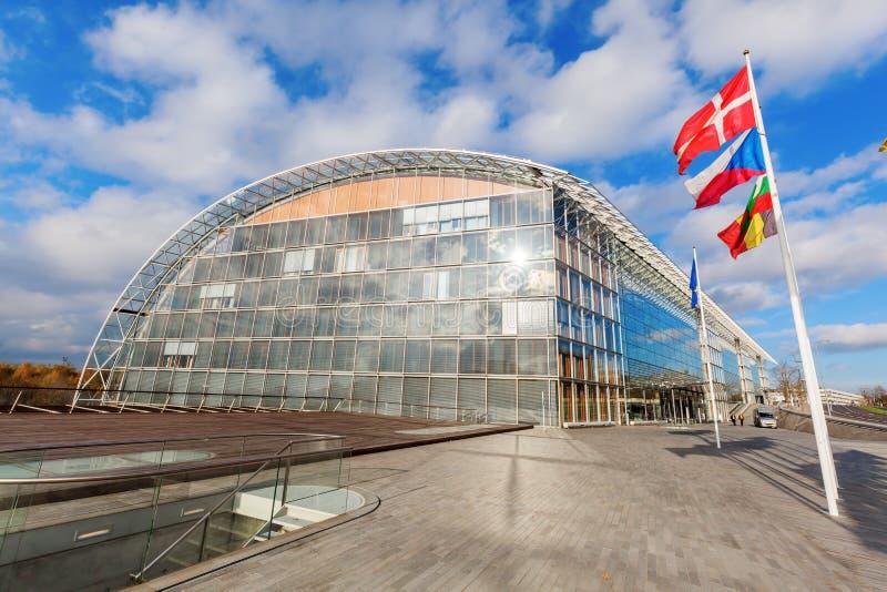Europäische Flaggen auf der Kirchberg-Hochebene in Luxemburg-Stadt stockfotografie