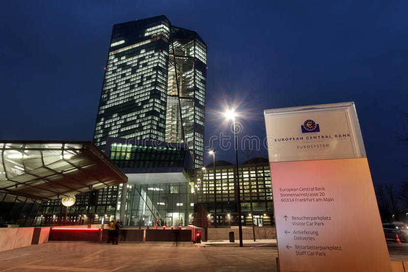 Europäische ZentralbankEZB an der Dämmerung in Frankfurt stockfoto