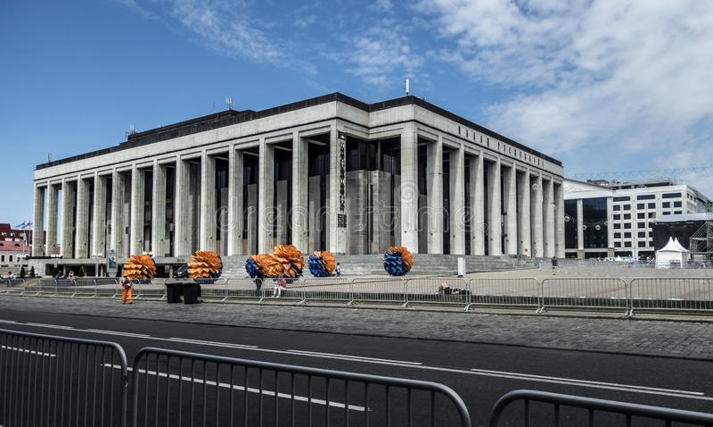 Europäischer Architektursommer-Straßenmarkstein Spiel-Minsks Weißrussland lizenzfreie stockfotos