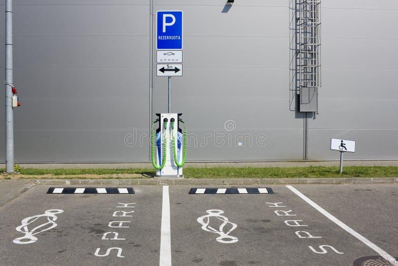 Europäisches Funkenelektroautosystem stockbilder