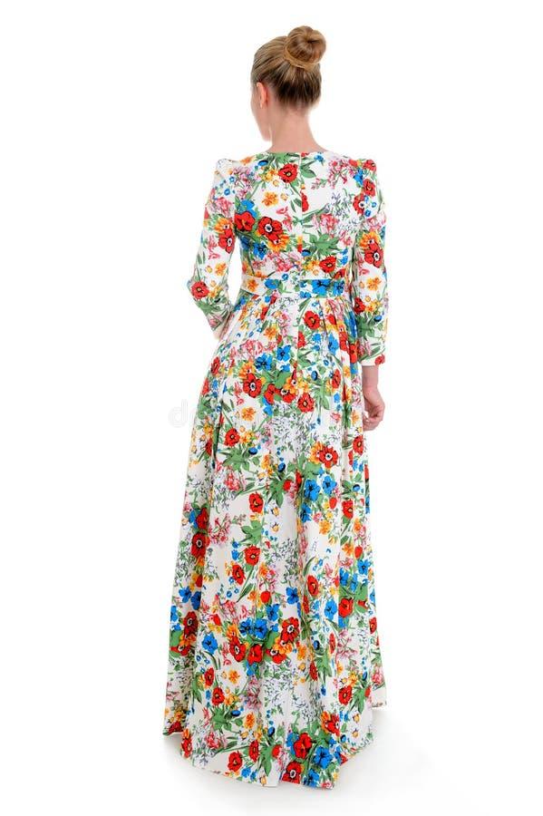 Europäisches Mode-Modell in Sommerkleidervollem Körper-Porträt isolat lizenzfreies stockfoto