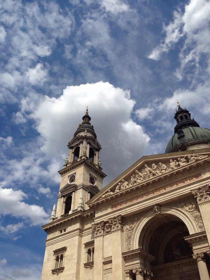 Europékyrkor och himmel royaltyfria bilder