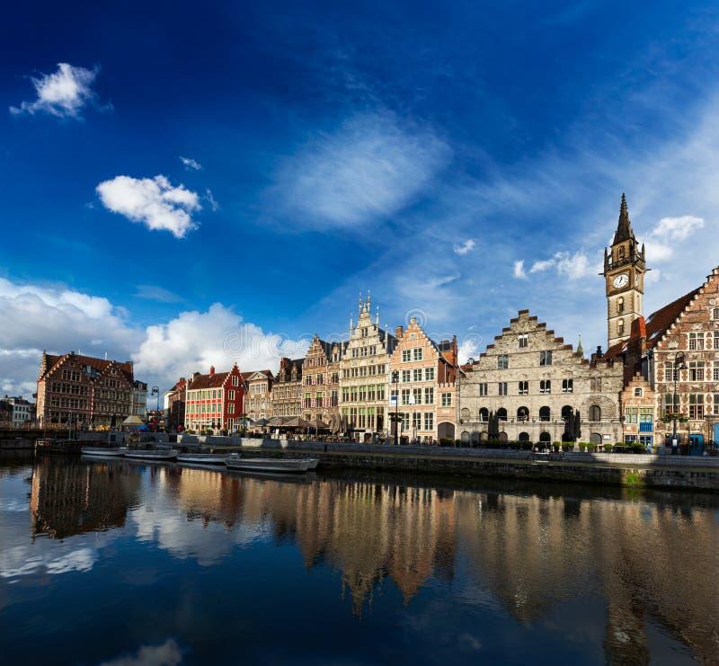 Ghent kanał i Graslei ulica. Ghent, Belgia obraz stock