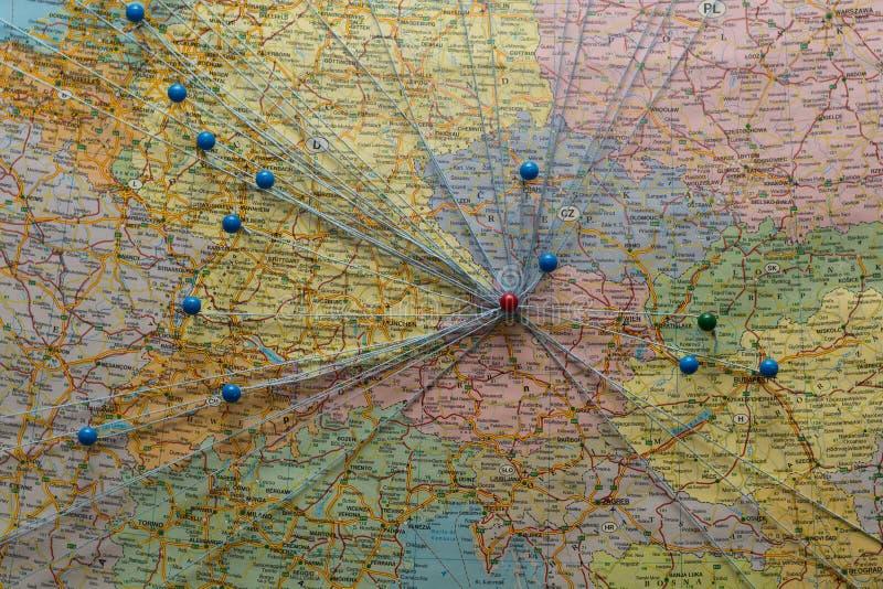 Europa conectada con las chinchetas fotos de archivo