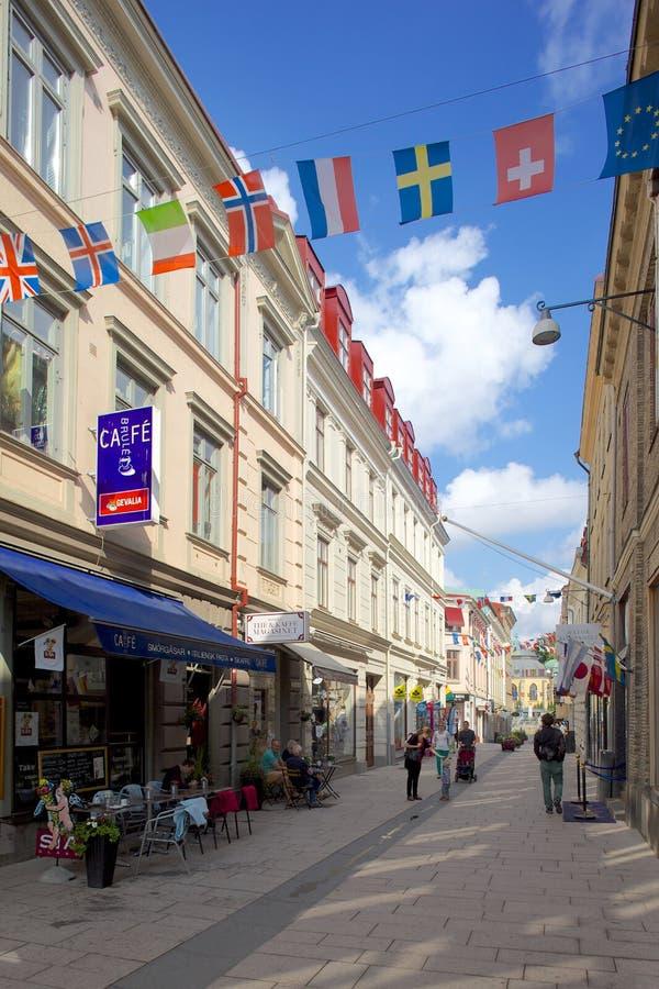 Europa, Escandinavia, Suecia, Goteburgo, banderas nacionales y escena de la calle foto de archivo