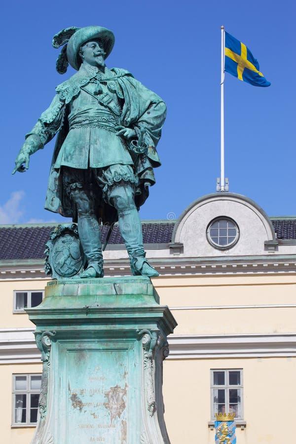 Europa, Escandinavia, Suecia, Goteburgo, Gustav Adolfs Torg, estatua de bronce del fundador Gustav Adolf de la ciudad en la oscur fotografía de archivo libre de regalías