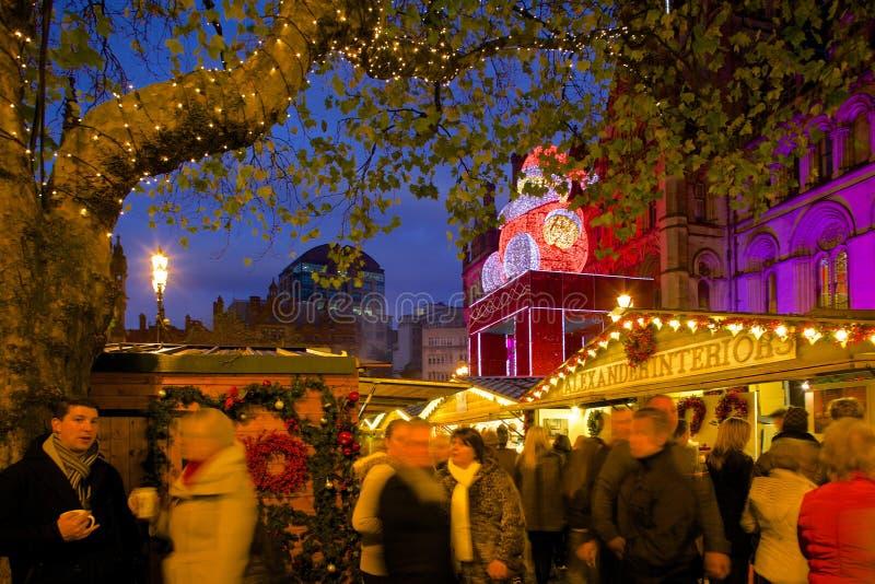 Europa, Förenade kungariket, England, Lancashire, Manchester, Albert Square, julmarknad & stadshus royaltyfria bilder