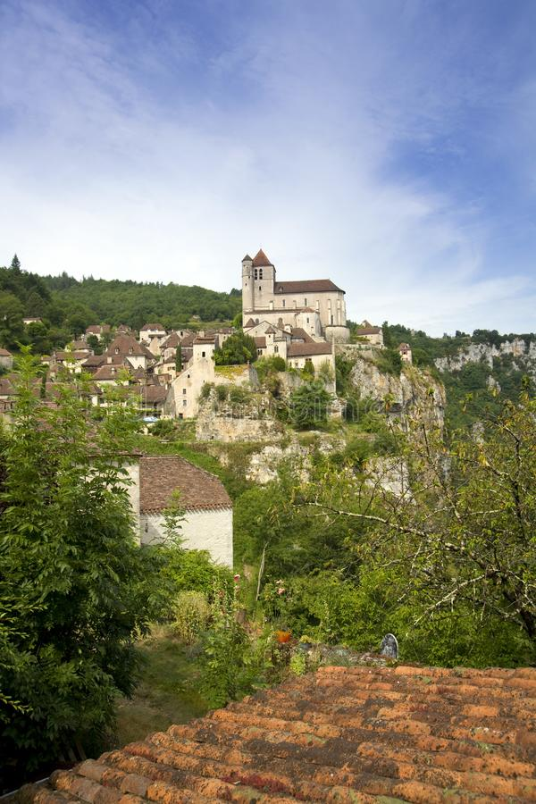 Europa, Francja, St Cirq Lapopie, historyczna clifftop wioski atrakcja turystyczna obrazy stock