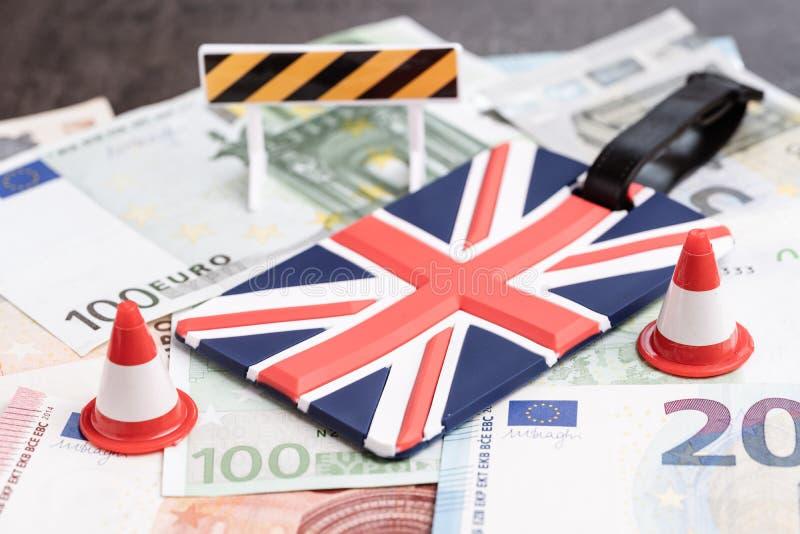 Europa, hartes Brexit und unfertige Verhandlung oder kein Abkommenkonzept, oben geschlossen vom Verkehrskegel f?r Bau, Reparatur  lizenzfreies stockbild
