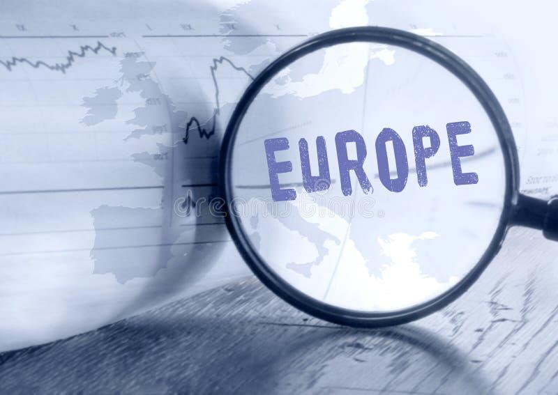 Europa mapa przez powiększać - szkło zdjęcia royalty free