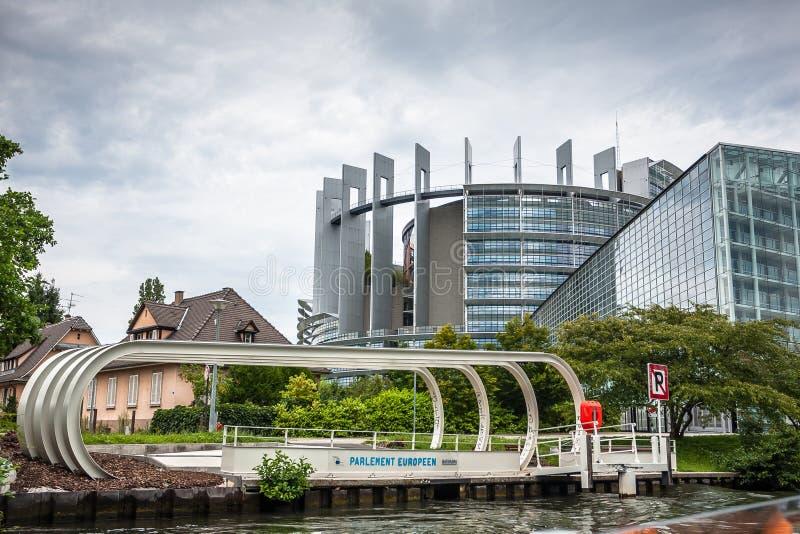 Europaparlamentet (Louise Weiss byggnad, 1999) i Strasbourg fotografering för bildbyråer