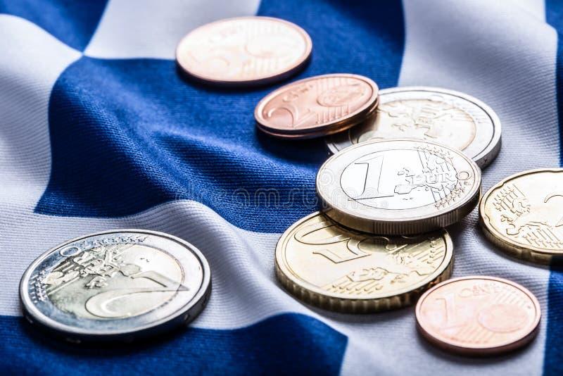 Europees de vlag van Griekenland en en euro geld Muntstukken en bankbiljetten Europese munt vrij lai royalty-vrije stock afbeeldingen