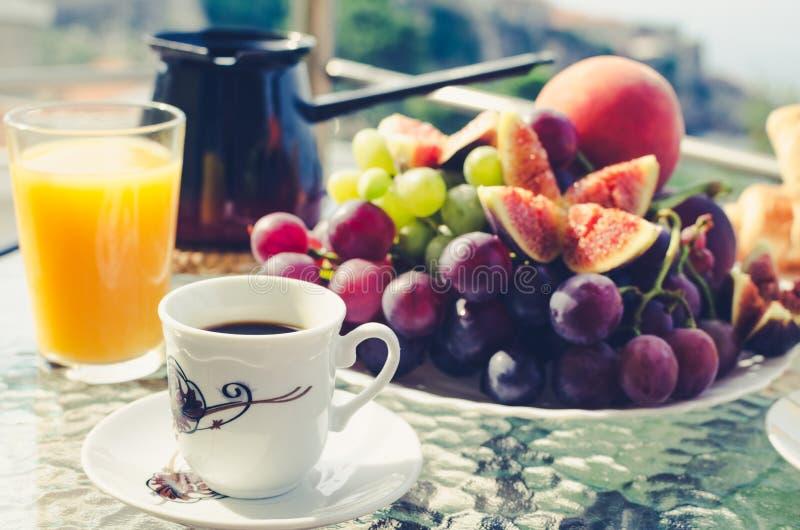 Europees vakantie gezond ontbijt royalty-vrije stock afbeelding
