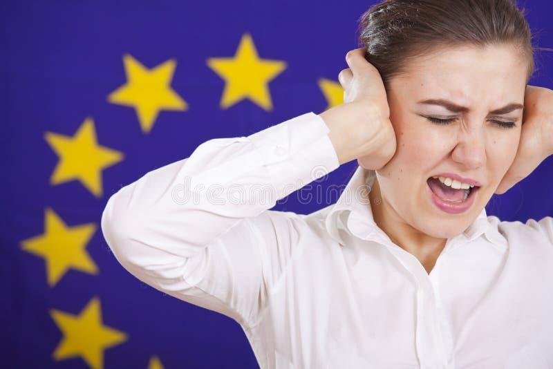 europeisk flagga som frustreras över skrikig kvinna arkivbilder