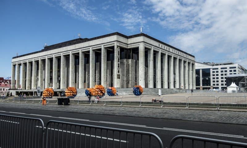 Europeisk gränsmärke för gata för sommar för lekMinsk Vitryssland arkitektur royaltyfria foton