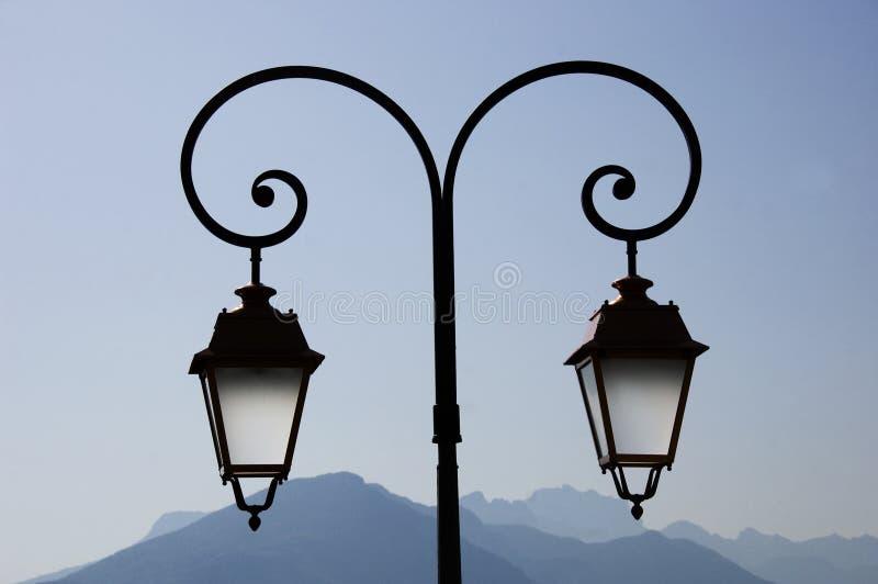 europeisk lamppost två arkivfoton