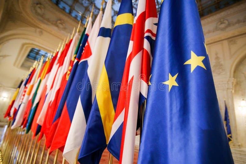 Europeiska flaggor en för fackmedlemtillstånd bredvid andra royaltyfri bild