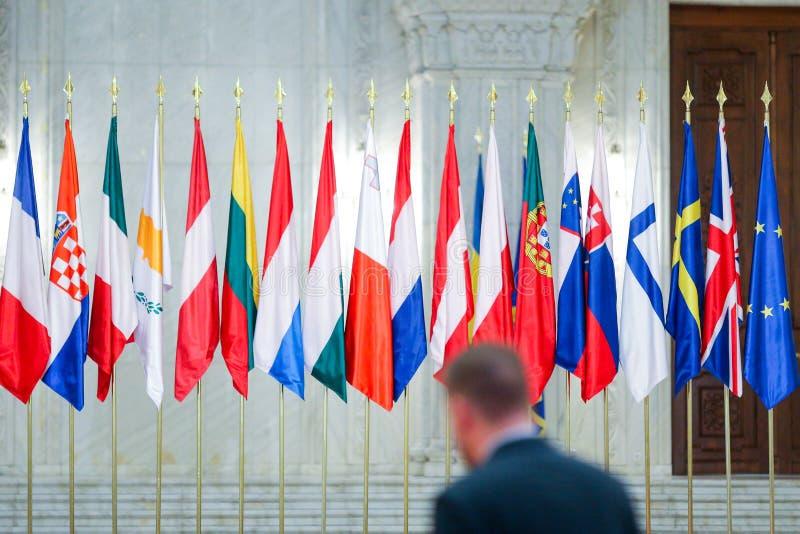Europeiska flaggor en för fackmedlemtillstånd bredvid andra arkivbild