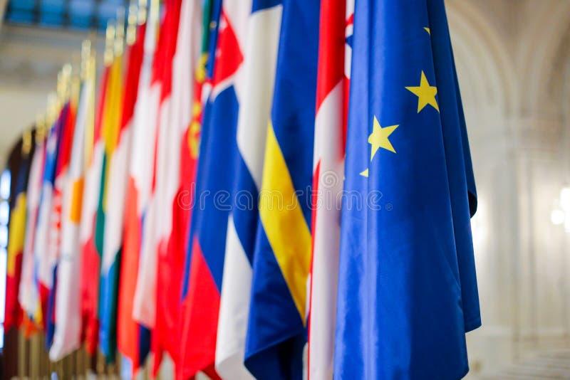Europeiska flaggor en för fackmedlemtillstånd bredvid andra fotografering för bildbyråer
