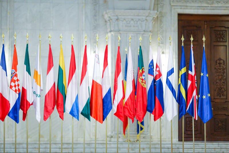 Europeiska flaggor en för fackmedlemtillstånd bredvid andra royaltyfria bilder