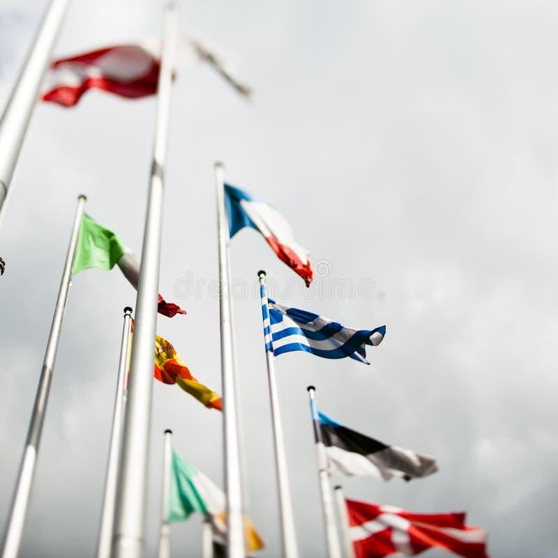 Europeiska flaggor med den grekiska flaggan i mitten fotografering för bildbyråer