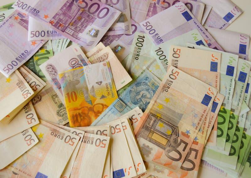 Europeiska pengar Scatered arkivbild