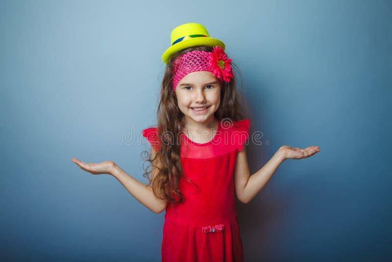 Europeiskt utseendemässigt haired barn för flicka av sju royaltyfri fotografi