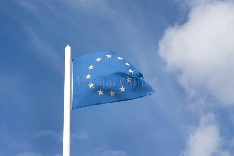 Download Europejczyk flaga zdjęcie stock. Obraz złożonej z niebo - 25951430