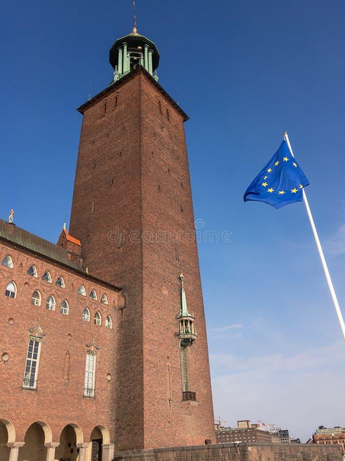 Europejczyk flaga przed Sztokholm urzędem miasta fotografia royalty free