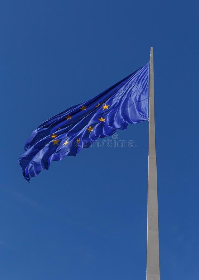 Europejska Zrzeszeniowa flaga na flagpole obrazy stock