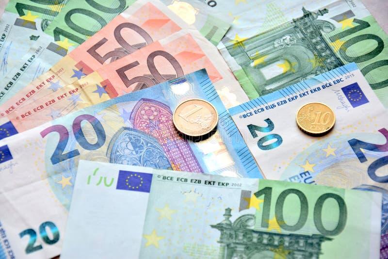 Europengar i sedlar och mynt royaltyfria foton