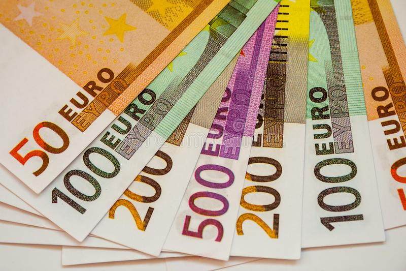 Europengarsedlar och kassa 50 100 200 euro 500 arkivfoto