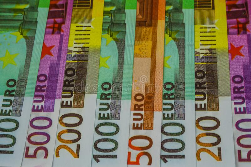 Europengarsedlar och kassa 50 100 200 euro 500 royaltyfria bilder