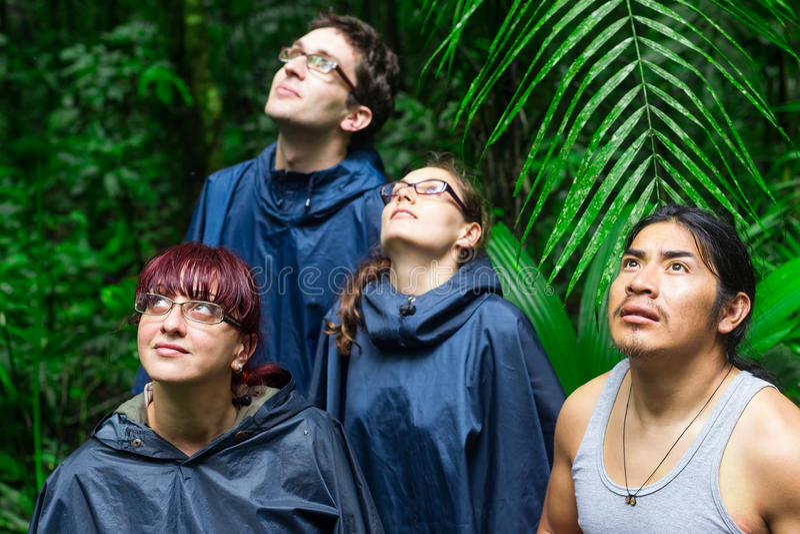 Europese Ontdekkingsreizigers in de Wildernis van Amazonië stock foto's
