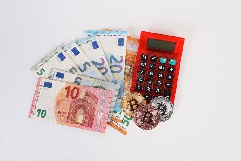 Euroräknemaskin och bitcoins i studion arkivbilder