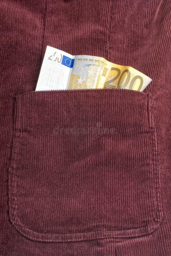 Eurorechnung innerhalb der Tasche stockfotos