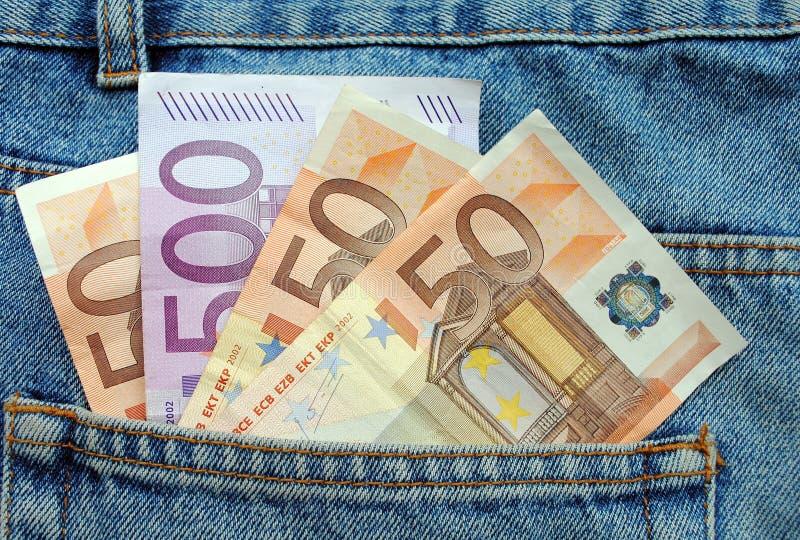 Eurorechnungen in einer Blue Jeanstasche lizenzfreie stockbilder