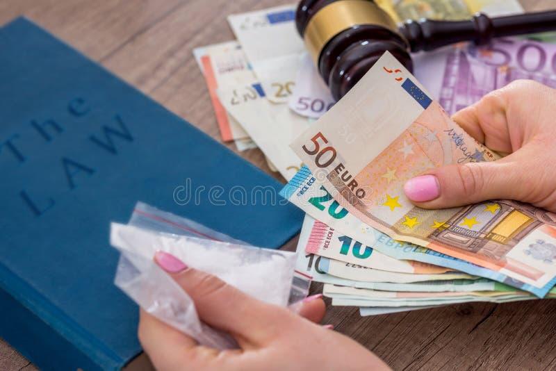 Eurorekeningen, handcuff en hamer royalty-vrije stock afbeelding