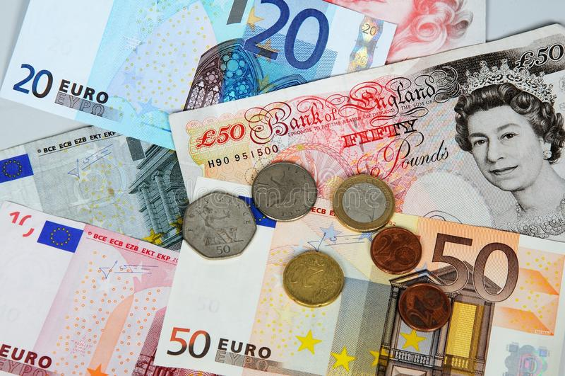 Euros et livres. image stock