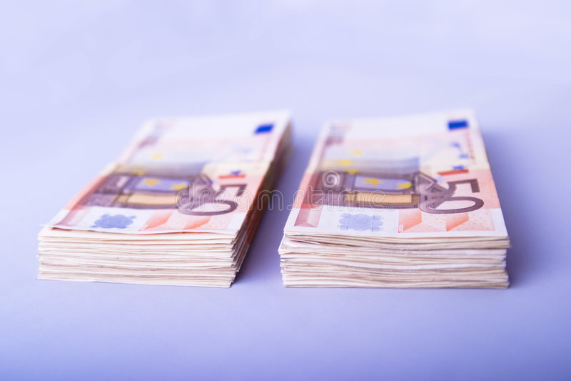 euros femtio staplar två royaltyfri foto